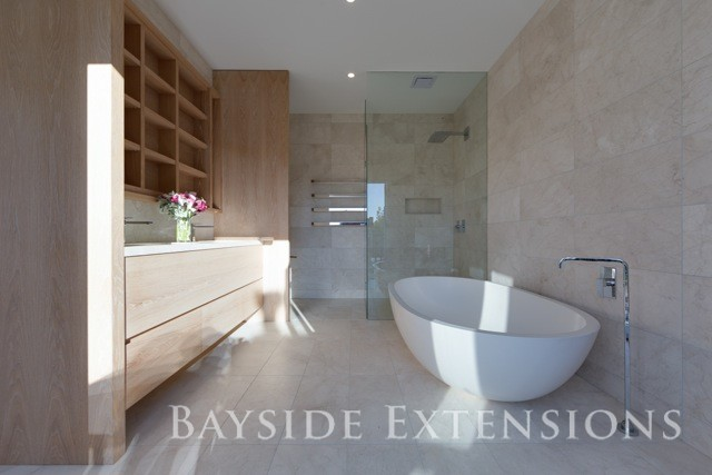 bathroom with a bathtub